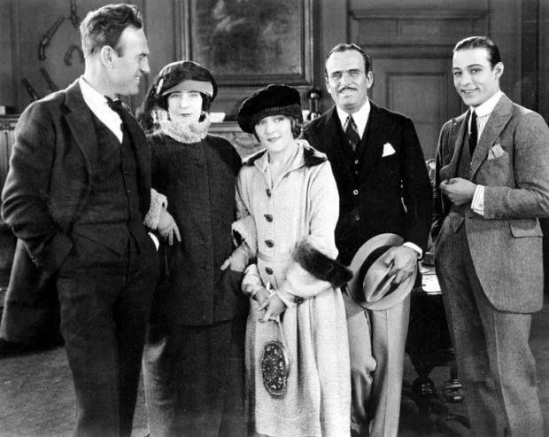 sam-wood-elinor-glyn-mary-pickford-douglas-fairbanks-rudolph-valentino-beyonf-the-rocks-set